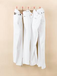 spring-hit-list-white-jeans-01