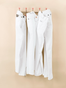 spring-hit-list-white-jeans-01